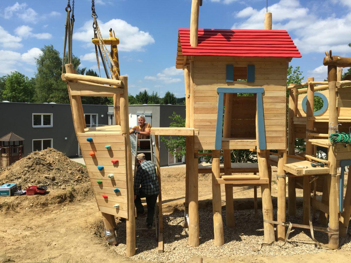 Arche Noah, Nymbrecht, Aufbau mit Telekran